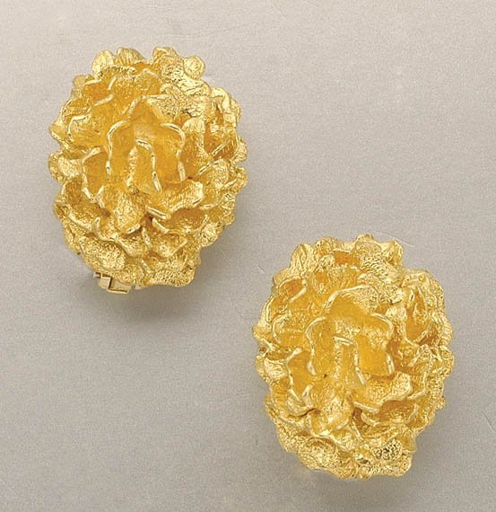 1339: Pair of Gold Earclips