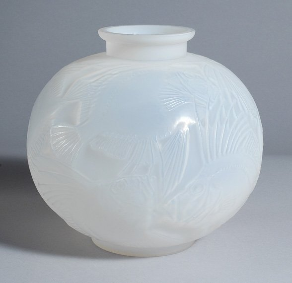 2302: Lalique Opalescent Molded Glass Poissons Vase