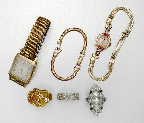 18: Group of Assorted Jewelry
