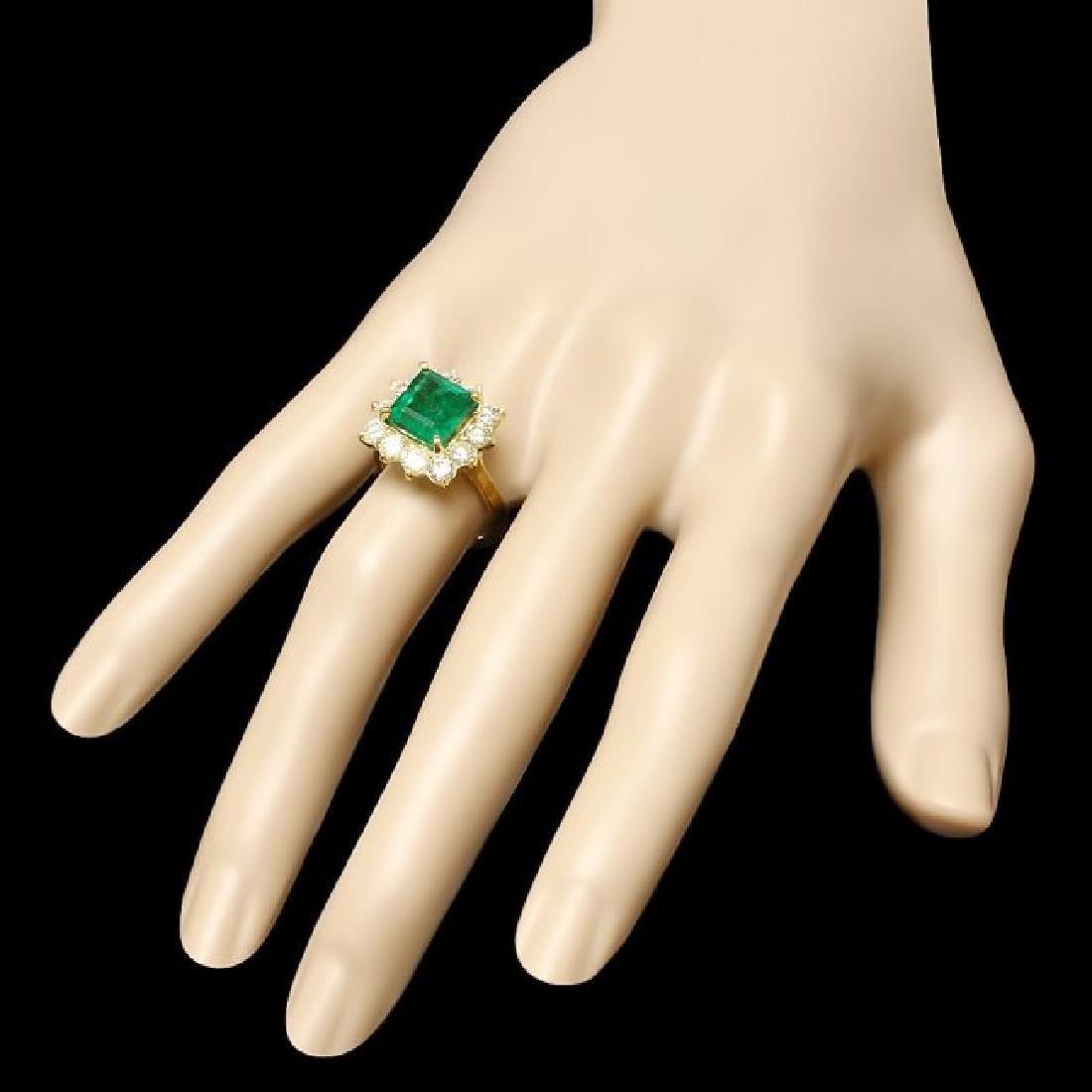 18k Gold 4.00ct Emerald 1.90ct Diamond Ring - 3