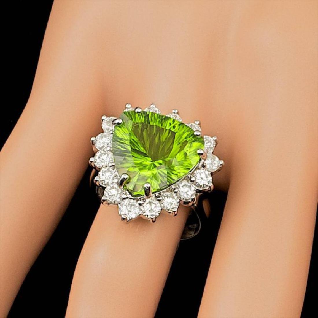 14k White Gold 9.50ct Peridot 1.80ct Diamond Ring - 3