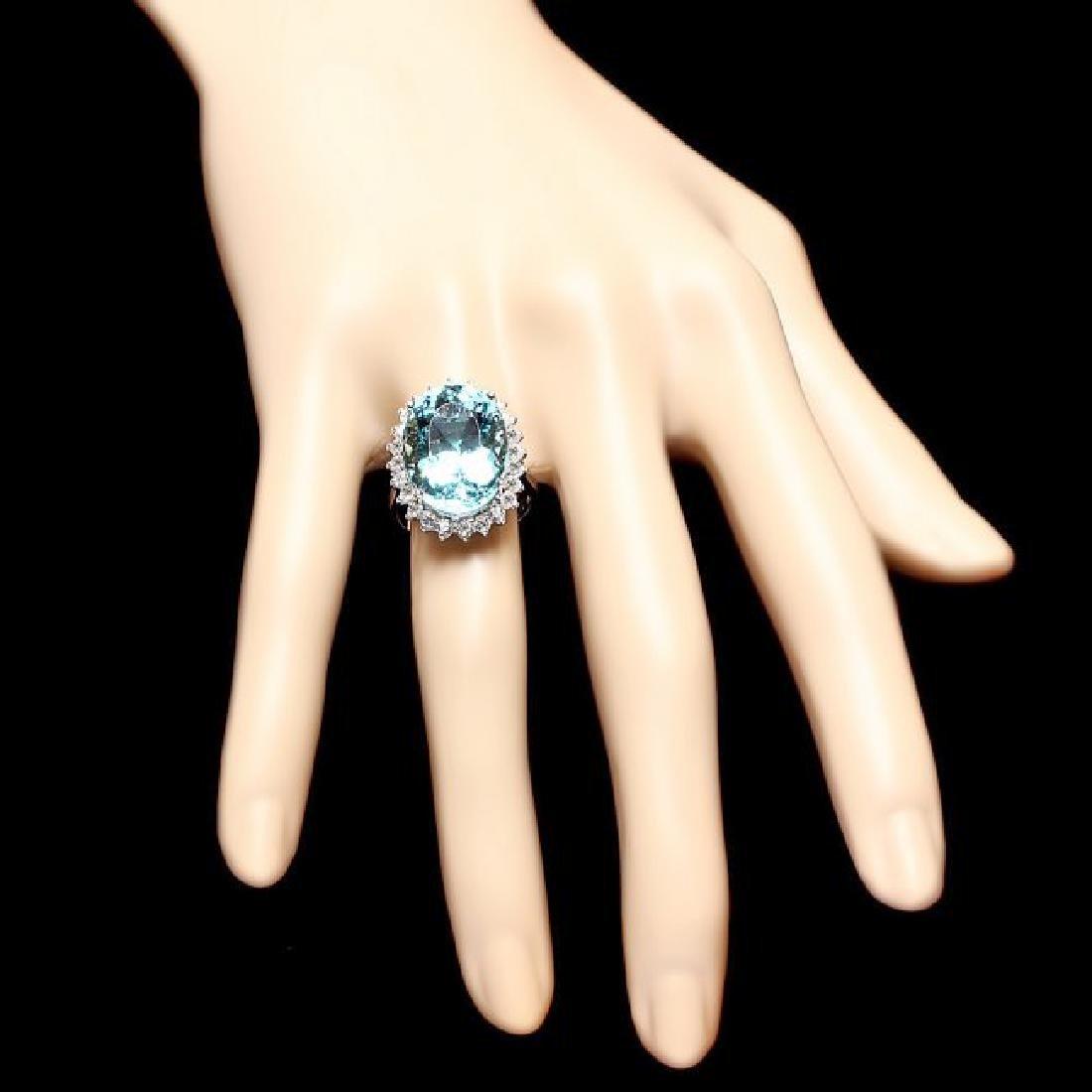 18k Gold 13ct Aquamarine 0.90ct Diamond Ring - 4