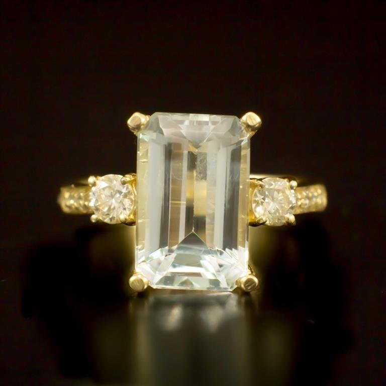 14K Gold 4.38ct Aquamarine 0.52ct Diamond Ring