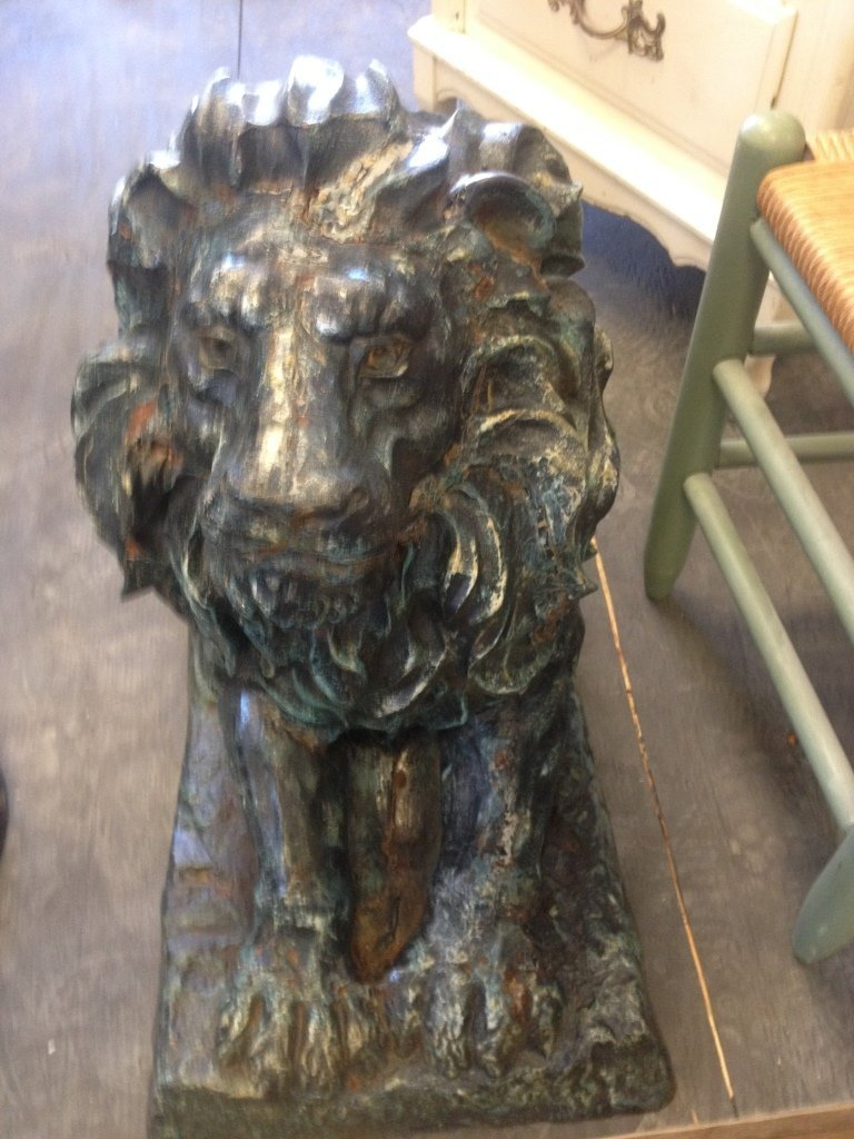 "Victorian Lion : Lenght 28"" Height 23"""