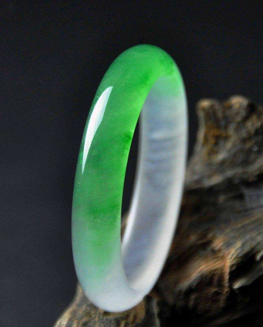 A translucent jadeite bangle - 3