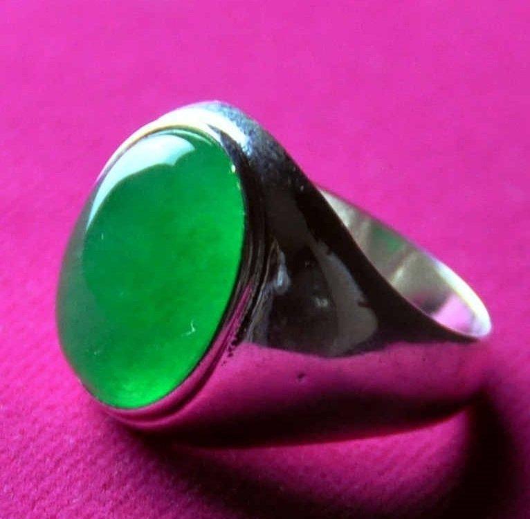 A men translucent green jadeite ring