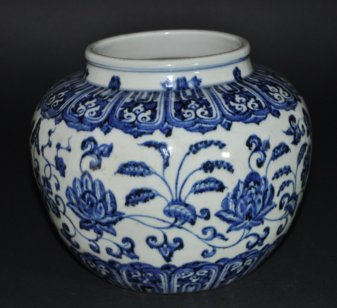 A Ming Xuande blue and white porcelain Jar
