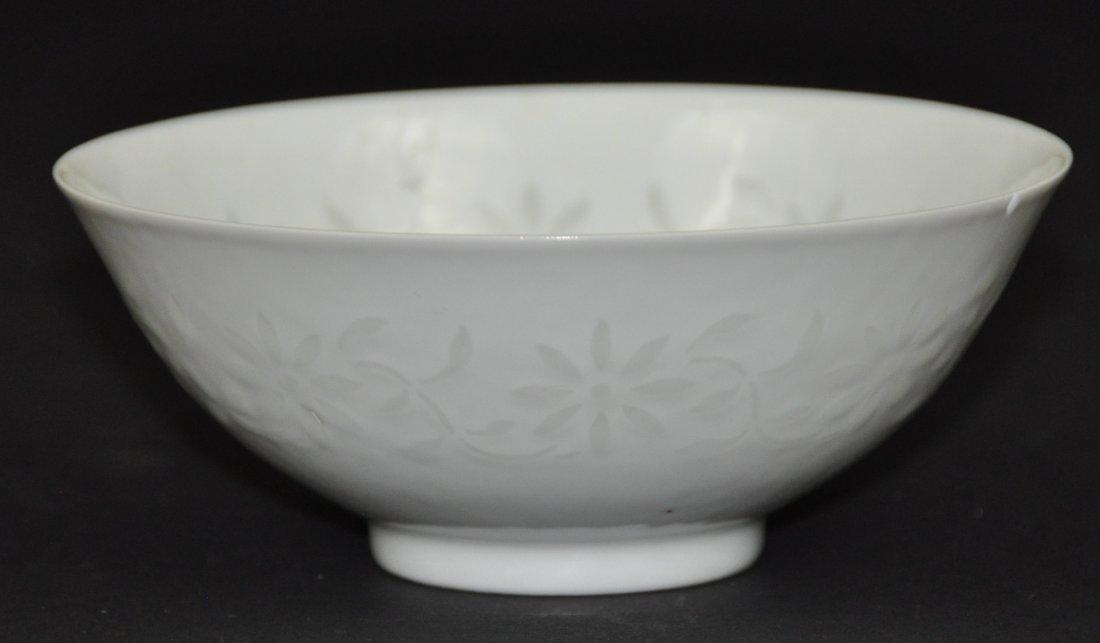 A Qianlong period white-glazed bowl - 2