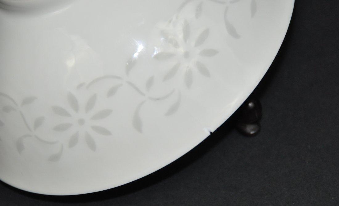 A Qianlong period white-glazed bowl - 4