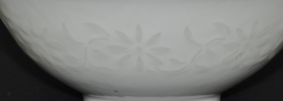 A Qianlong period white-glazed bowl - 6