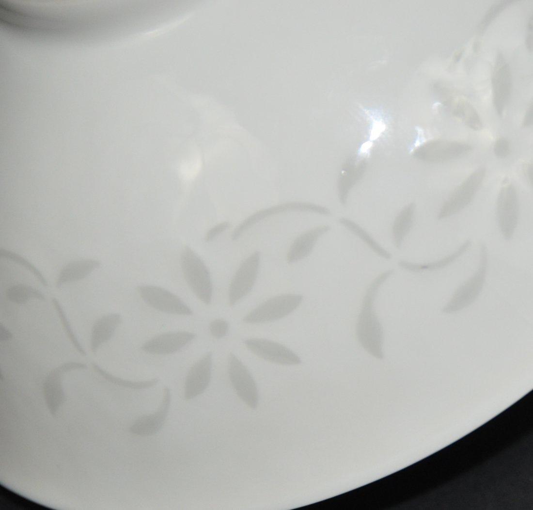 A Qianlong period white-glazed bowl - 7