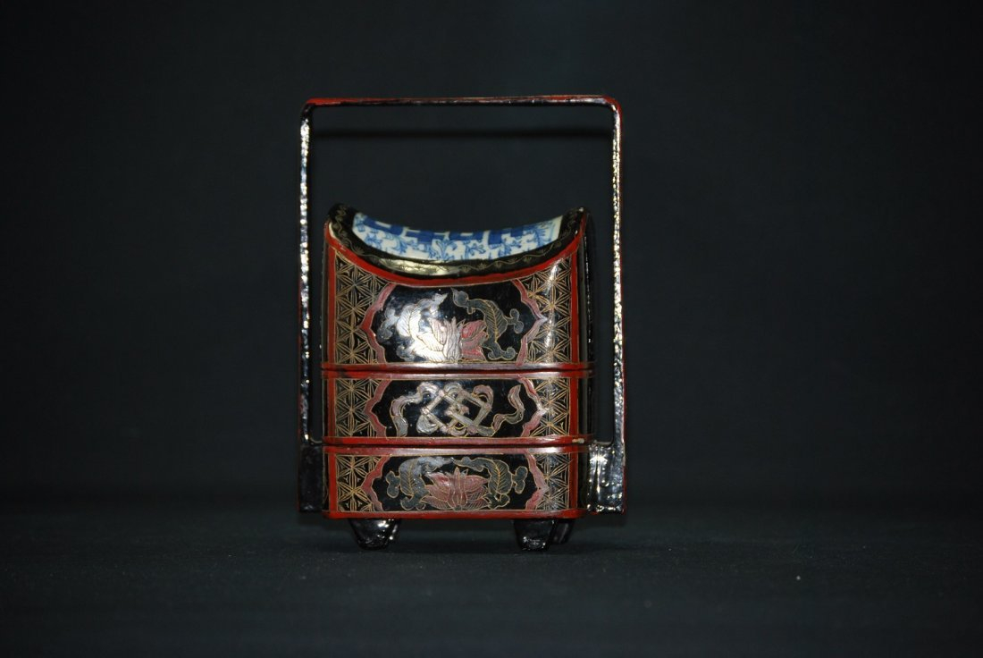 A Qing Dyansty lacquer box