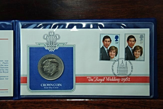 A Booklet with a Royal Wedding Coin and Stamps - 3
