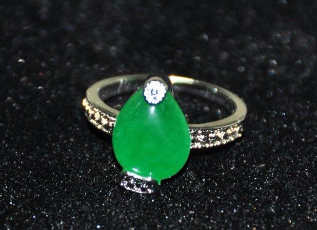 A woman jadeite ring