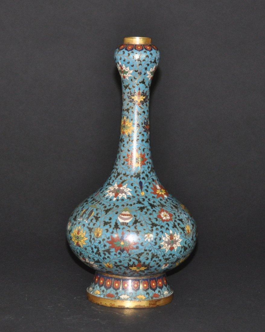 A Qing Dynasty Qianlong closionne garlic -head vase