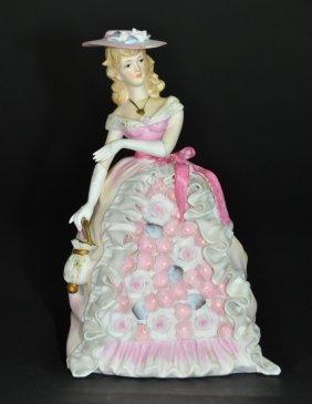 A Porcelain Figural Group Woman
