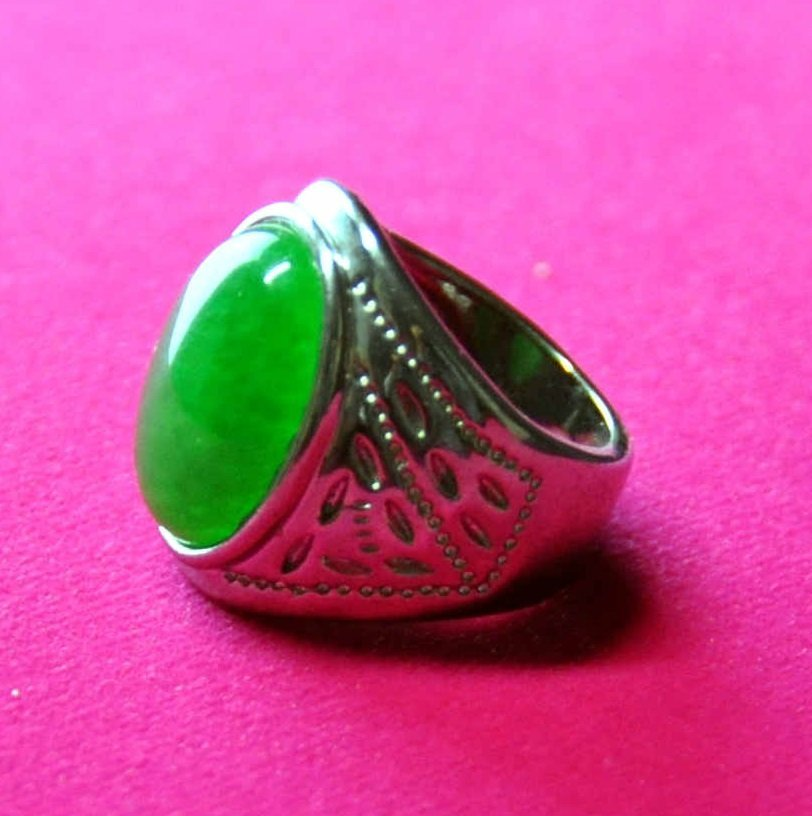 A men jadeite ring