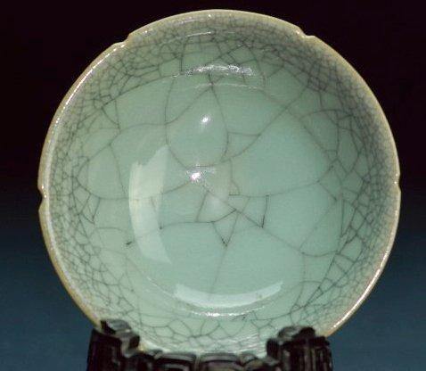 A Guan-type glazed bowl