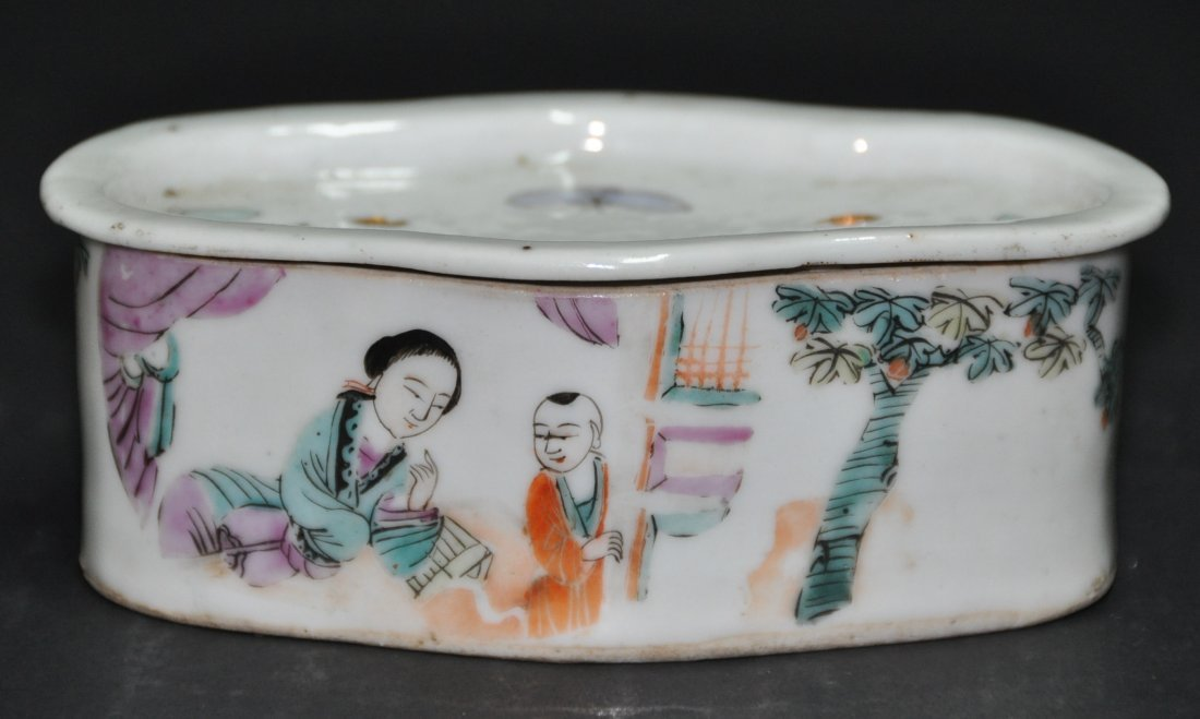 A fine Qing Dynasty  famille rose box