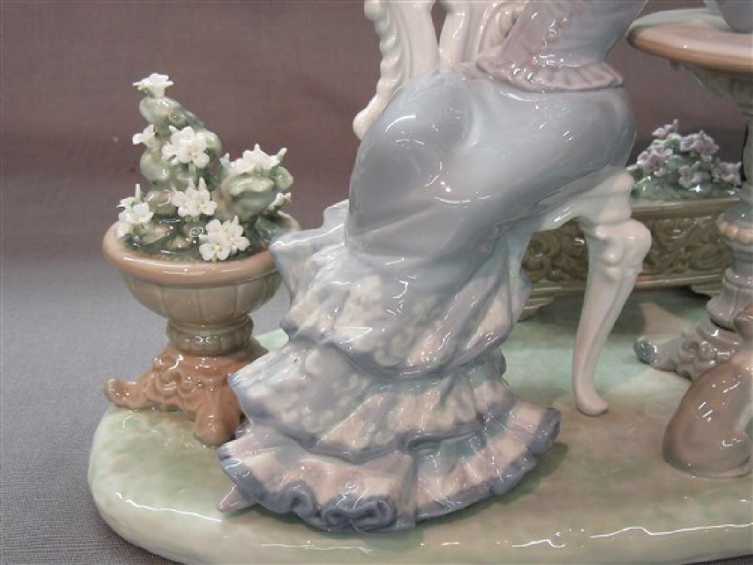 """Lladro 1511 """"Porcelain Cafe de Paris"""" Ladies Having Tea - 3"""