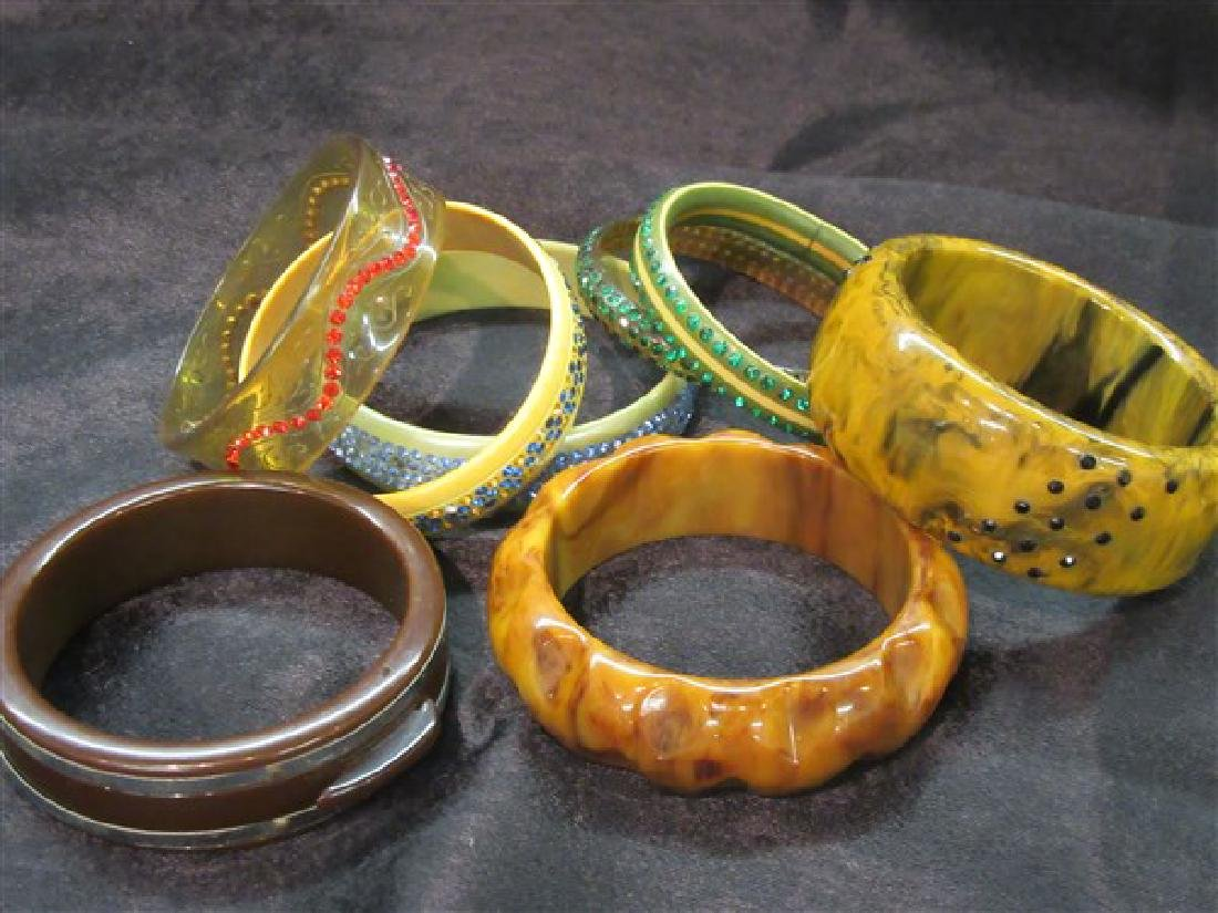 Eight (8) Vintage Plastic And Bakelite Bangle Bracelets