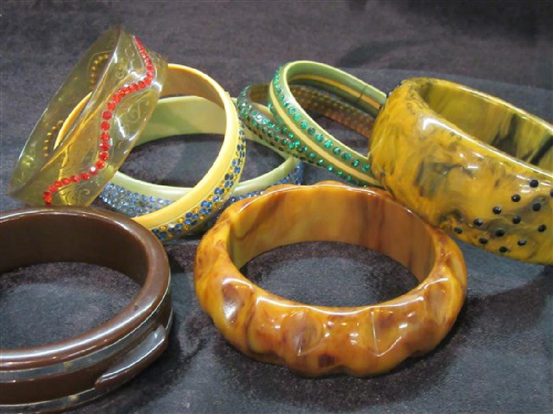 Eight (8) Vintage Plastic And Bakelite Bangle Bracelets - 2