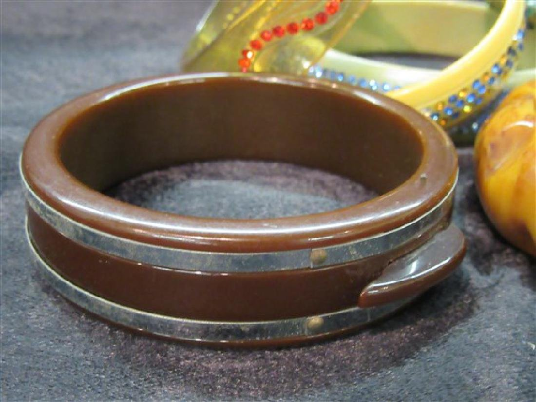 Eight (8) Vintage Plastic And Bakelite Bangle Bracelets - 4