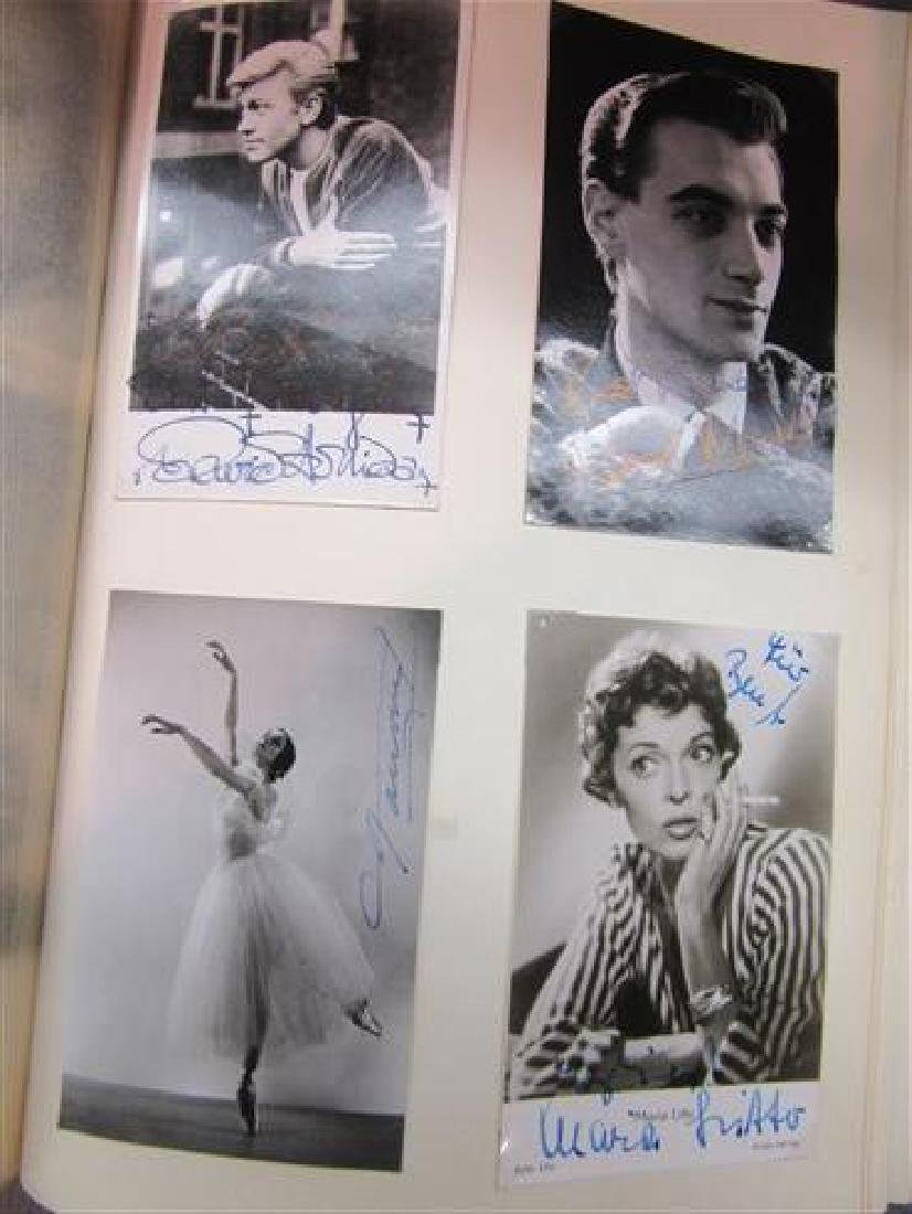 European And American Autograph Scrapbook - 3
