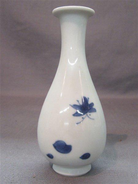 Chinese Kangxi Blue And White Porcelain Vase - 2