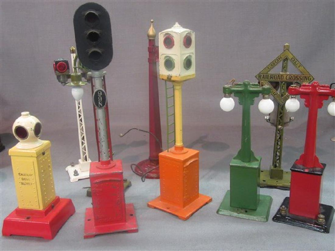 Nine (9) Lionel Street Lamps And Crossing Signs