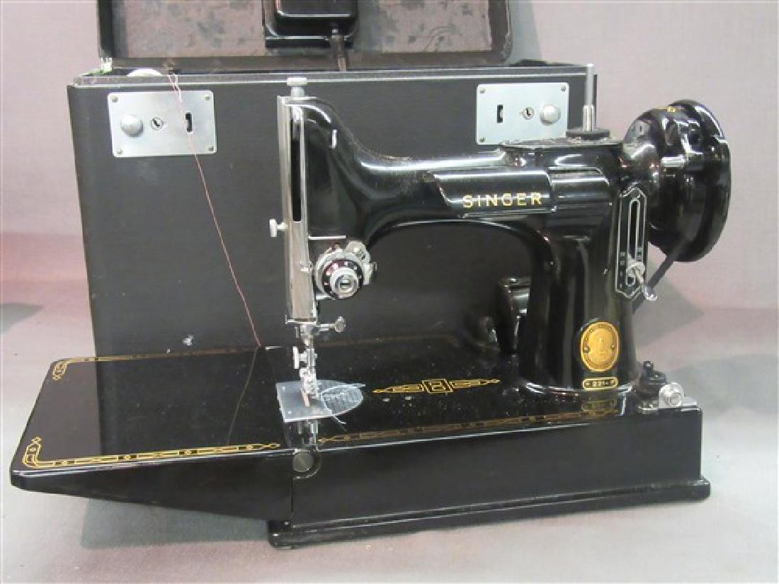 Singer 221 Featherweight Sewing Machine - 2