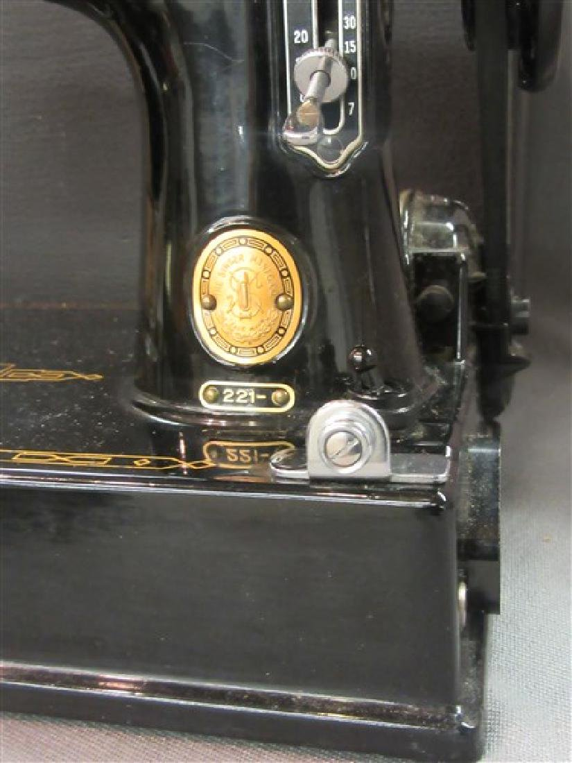 Singer 221 Featherweight Sewing Machine - 3