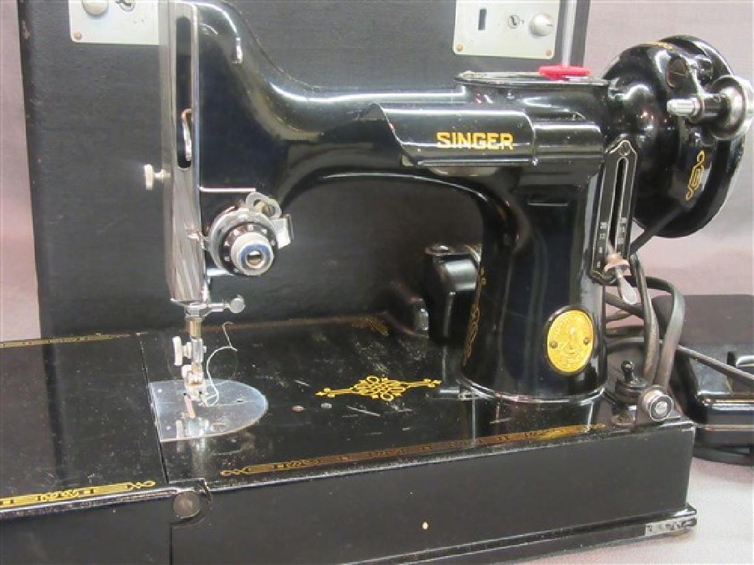 Vintage Singer Featherweight Sewing Machine - 2