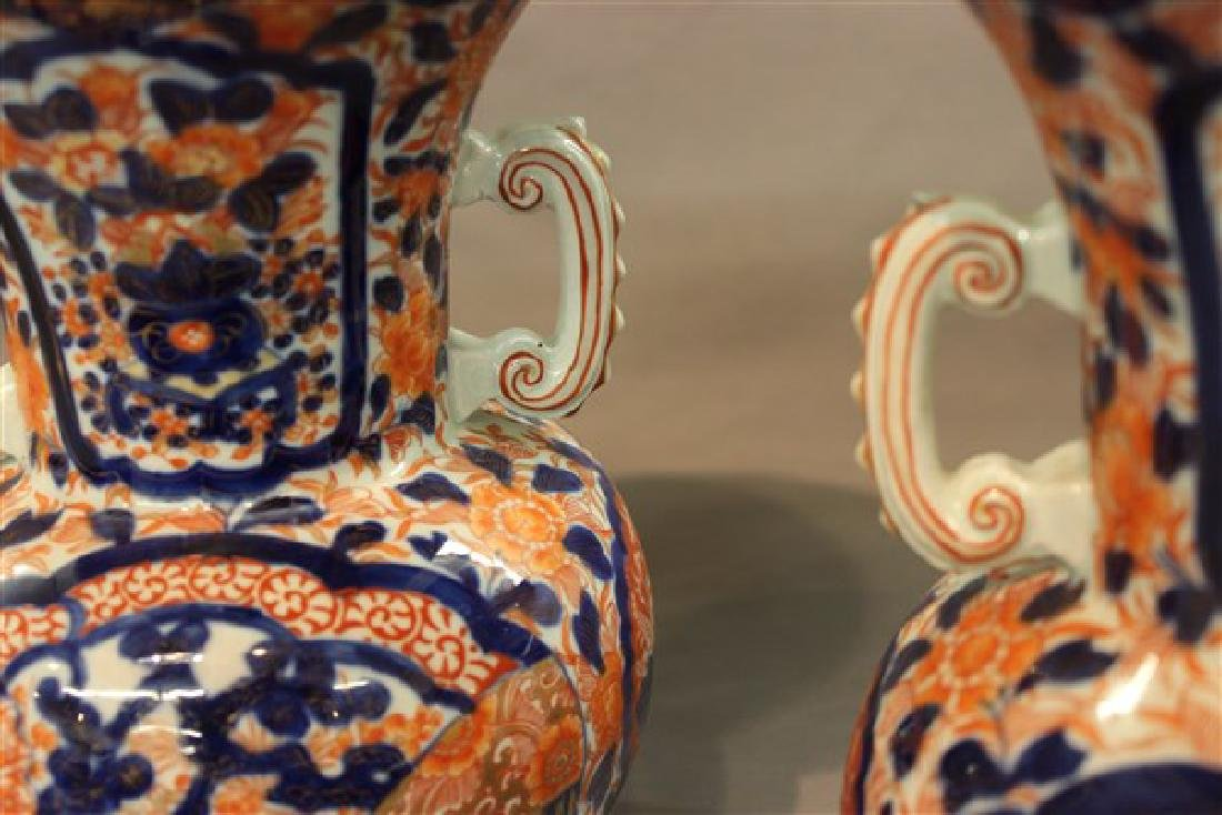 A Pair of Chinese Imari Vases - 3