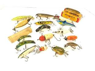 Seventeen (17) Piece Vintage Wood Fishing Lure Lot