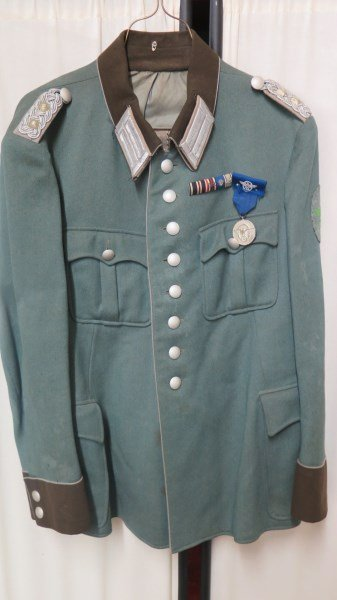 WW2 German Officers Jacket or Tunic with Medal