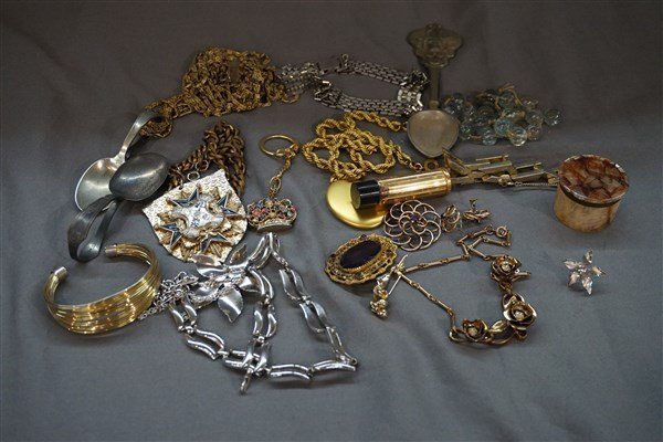 An Estate Costume Jewelry Group Lot
