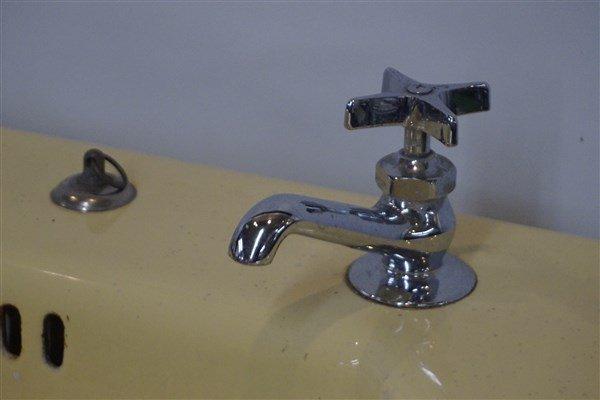 Vintage Yellow Enamel Cast Iron Sink - 3