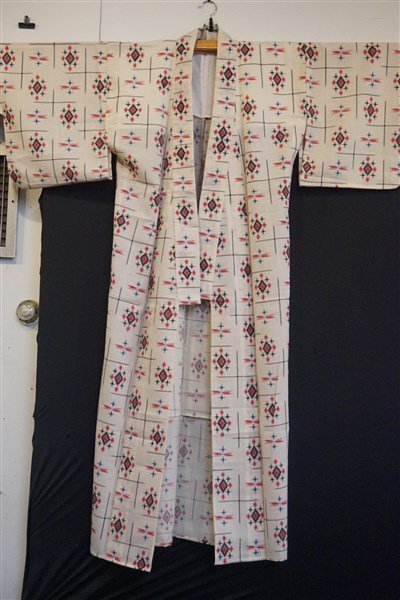 Three (3) Vintage Japanese Kaguri Kimonos - 2