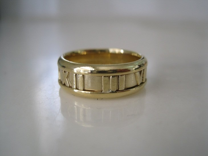Tiffany & Co 18K Gold Atlas Ring sz 6.5
