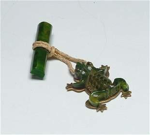 3: Fashion Carved Bakelite Frog Brooch