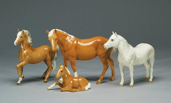 1016: Beswick Mare #976, Palomino #1261, Foal #91