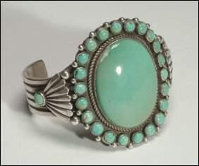 Native Art Navajo sterling silver open bangle forme