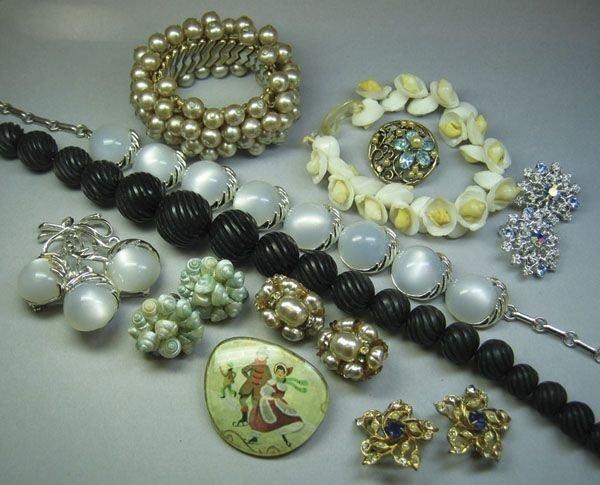 2: Quantity Of Costume Jewellery