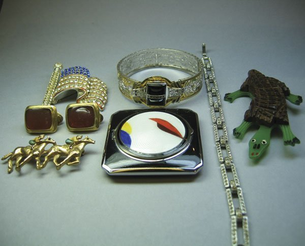 13: Small Quantity Of Costume Jewellery