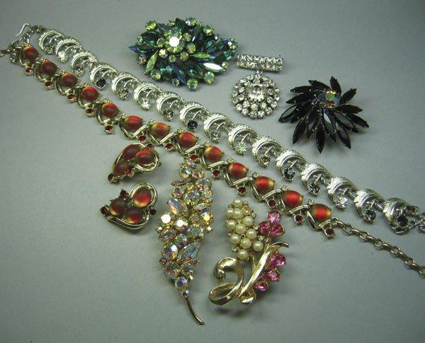 16: Small Quantity Of Costume Jewellery