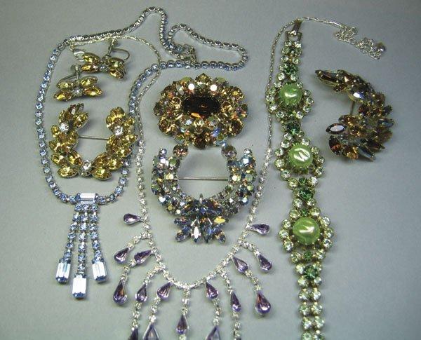 18: Small Quantity Of Rhinestone Jewellery