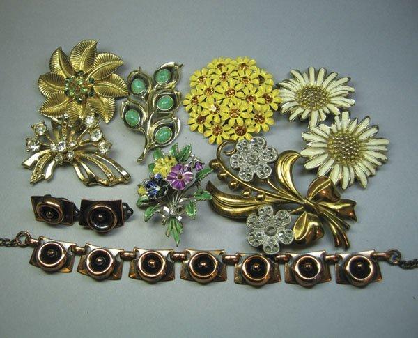 22: Small Quantity Of Costume Jewellery