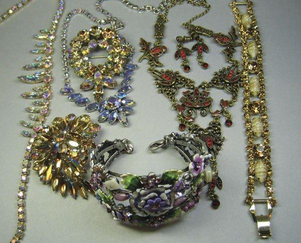 23: Small Quantity Of Costume Jewellery