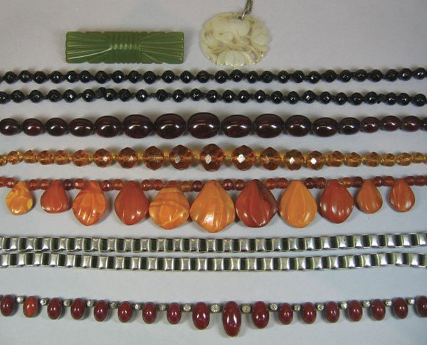 25: Small Quantity Of Costume Jewellery